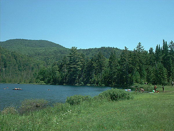Mt tremblant qubec laurentides hbergement hotels for Lac miroir mont tremblant